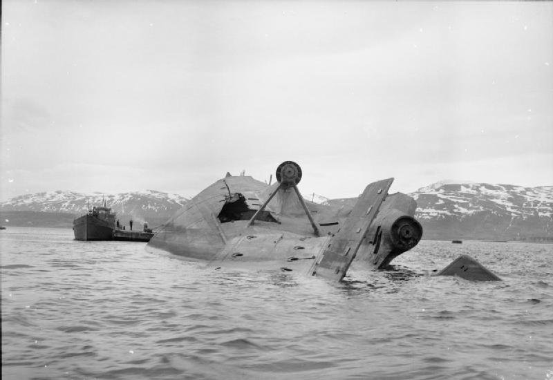 1004138716_Troms_Royal_Air_Force_Bomber_Command_1942-1945_CL2830.jpg.c2399fa069035bf8c34ea7d0b1fe32a8.jpg